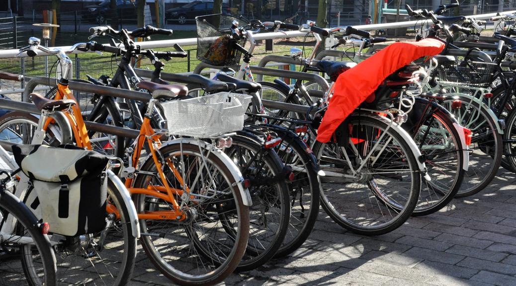 Fahrräder im Fahrradständer