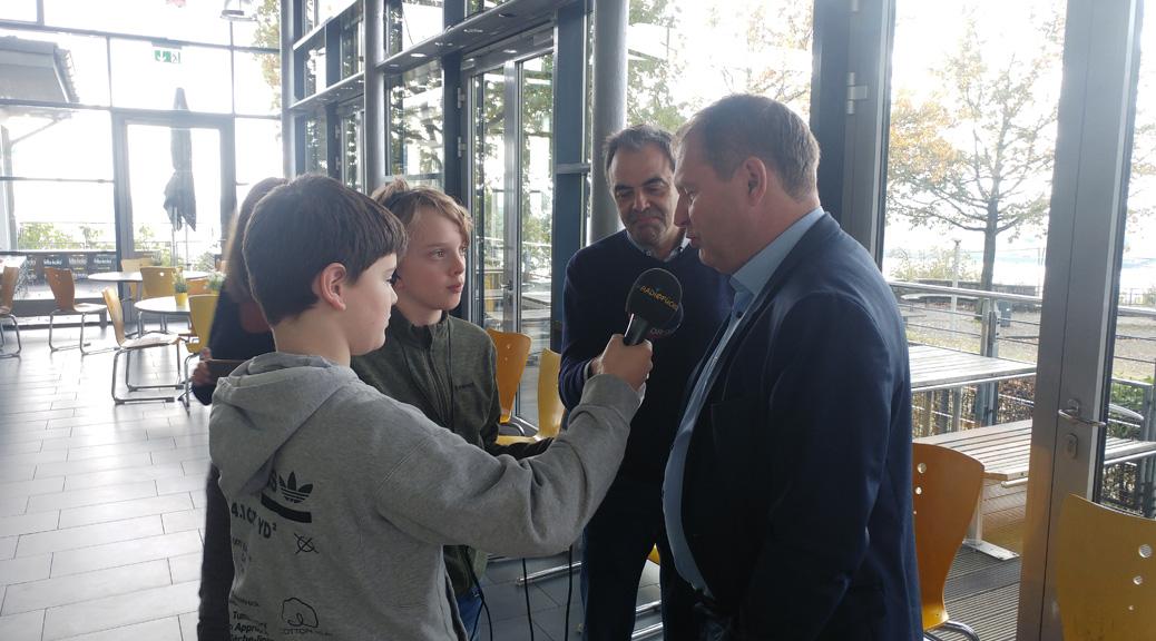 Umweltsenator Kerstan stellt sich den Fragen der Schülerreporter